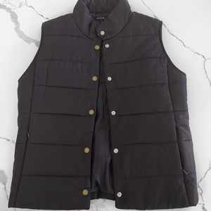NWT Daisy Fuentes puffer vest.